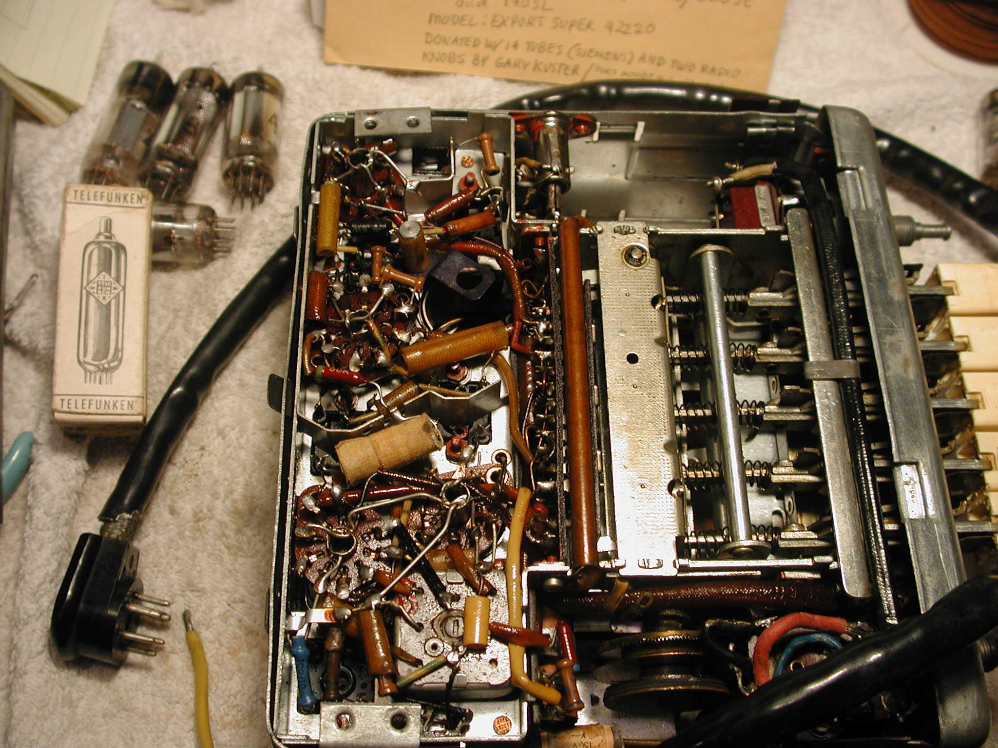 Mercedes-Benz Ponton Radios © www.mbzponton.org